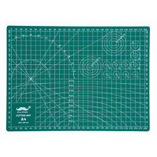 Moustache® Cutting Mat with Grids and Angles