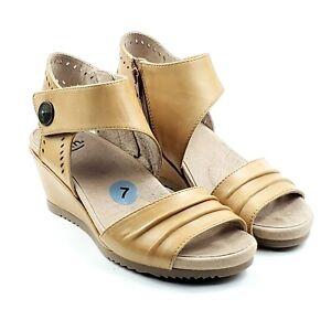 Earth Attalea Barbados Womens Leather Suntan Tan Wedge Sandal Open Toe Sz 7M