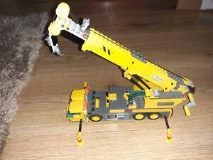 LEGO MOBILE CRANE + DRIVER
