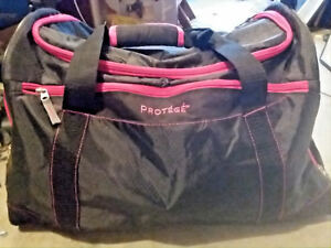 Protege 22 inch Duffel Black with Pink