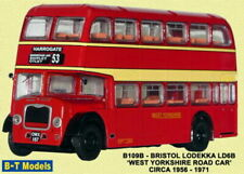 Bus miniatures rouges