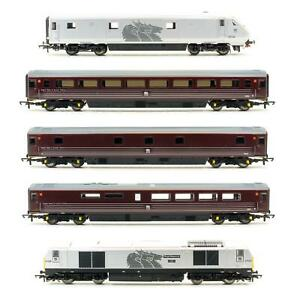 HORNBY 'OO' GAUGE R2890 'EWS MANAGERS TRAIN' TRAIN PACK + EXTRA COACH