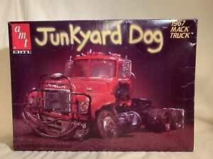 VINTAGE AMT/ERTL JUNKYARD DOG 1967 MACK TRUCK MODEL KIT STARTED UNPAINTED 1/25