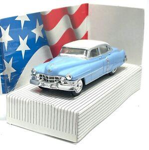 ERTL CLASSIC VEHICLES 1952 CADILLAC BLUE WHITE TOP MODEL CAR 1:43 SCALE