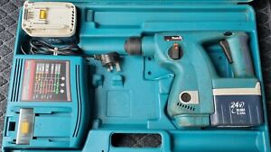 Makita BHR200 Cordless 24v SDS Hammer Drill 3-Mode Chisel Function 2 batteries
