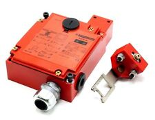 TELEMECANIQUE XCSE7513 SAFETY LIMIT SWITCH XCS-E7513 W/ KEY-TONGUE XCS-Z03