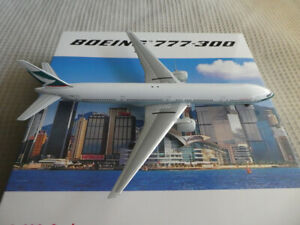 PHOENIX 1:400 CATHAY PACIFIC - B-HNH BOEING 777-300ER (READ)