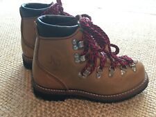 American Hikers Mountain Hiking Boots, SZ 5