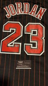 Michael Jordan autographed signed Chicago bulls jersey with COA
