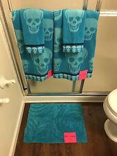 NEW Betsey Johnson 5 Piece Bath Towel Washcloth Rug Set Blue Crazy Skull