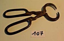 C107 Ancienne pince de forgeron ou autre