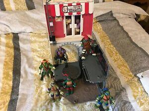 Teenage Mutant Ninja Turtle Figures & Pop Up Pizza Alley City Sewer Playset 2012