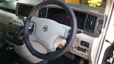 Negro De Cuero Perforado volante cubierta Gris Stich Para Nissan elgrand E51