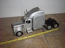 New-Ray Kenworth 1/32 scale Conventional Semi Tractor silver 4 parts or restore