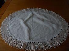 Small Bianco Ovale SOTTOPIATTO BELLE crochet EDGE 24x18in TAVOLINO da TOELETTA molto bello