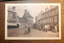 CPA SAINT-VAAST-LA-HOUGUE - la place de la République, belle CPA animée