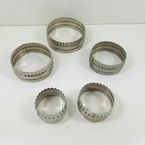 Vintage Shabby Chic Circular Metal Pastry Biscuit Cutters X 5