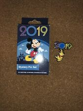 disney trading pin winnie the pooh hanging balloon 2019 dated vintage souvenir