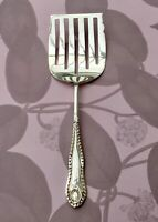 HARRISON FISHER SLOTTED SERVER - GADROON ANTIQUE SILVER PLATE CUTLERY SHEFFIELD