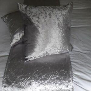 SUPERIOR SILVER LIGHT GREY LUXURY PLAIN VELVET HOTEL BED RUNNERS / CUSHIONS