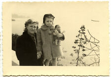 Femme et petite fille avec poupon celluloïd - photo ancienne an. 1940 50