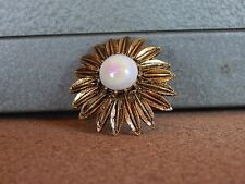 Costume Jewellery Brooch  Daisy Pearlised central Stone Goldtone 4cm