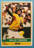 1976 TOPPS Card #405 Rollie Fingers - Oakland Athletics