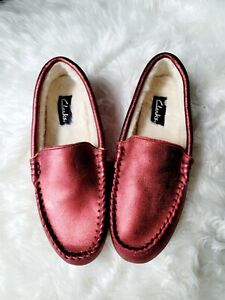 Clarks Red Metallic Faux Fur Moccasin Slippers Slip On Soft Shoes Loafers 8 M
