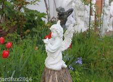 Statue ange avec pigeon en pierre reconstituée, ton pierre blanche
