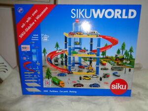 Siku WORLD 5505 Parkhaus mit 2 Autos und viel Zubehör OVP NEU