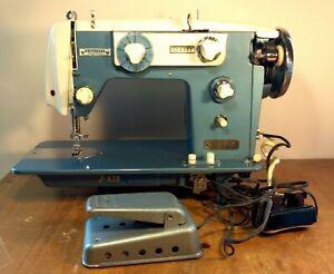 Vintage Universal SAM Super Zig Zag Model JA38 Sewing Machine Turquoise Japan