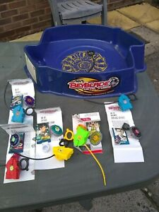 BEYBLADE METAL FUSION BATTEL TOPS /STADIUM