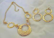 Avon in original box hammered circle gift set in gold necklace & earrings