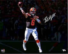 """Baker Mayfield Cleveland Browns Autografado 16"""" X 20"""" Marrom jogando Fotografia"""
