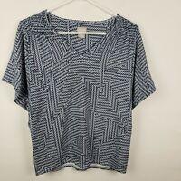 Chicos Womens Top Size 0 S Blue White Geometric V Neck Short SLeeve Shirt