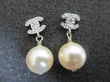 Authentic CHANEL CC pierced cc-pearl small earrings (Italy)