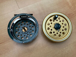 """VINTAGE 3 1/2"""" FLY REEL MADE IN JAPAN GOLD AND GREEN (Daiwa, Shakespeare)"""
