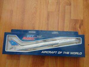 SKYMARKS 1:200 KUWAIT AIRWAYS AIRBUS A350-900 PLASTIC AIRCRAFT PLANE