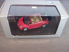 AutoArt 59757 VW New Beetle Cabrio rot Verdeck schwarz 1:43 in Vitrine mit OVP