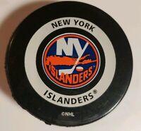 NY ISLANDERS VINTAGE NHL OFFICIAL GAME PUCK GARY B. BETTMAN INGLASCO - CANADA