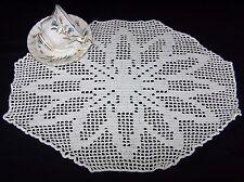 VINTAGE Francese FILET HAND Crochet Cotton Doily centrotavola di grandi dimensioni 47 x 34 cm