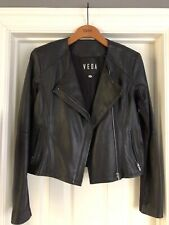 Veda Womens Purple Leather Jacket Jacket is in excellent condition