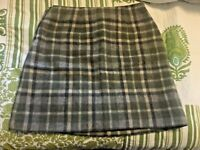 J Crew Wool Plaid Skirt Gray Olive Beige Plaid Above Knee EUC Side Zipper SZ 4