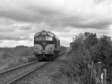 PHOTO  1985 ORE TRAIN PASSING SHALEE AS CIE 001 CLASS LOCOMOTIVE 033 HURRIES PAS
