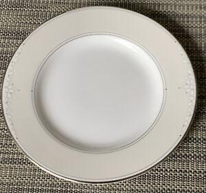 Royal Doulton Monique Lhuillier  Modern Love Bread & Butter Plate