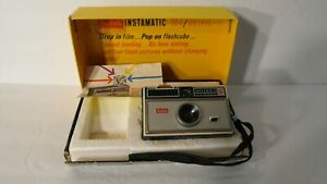 ANTIQUE VINTAGE FULLY WORKING EASTMAN KODAK INSTAMATIC 104 FILM CAMERA +ORIG BOX