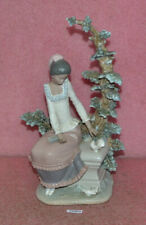 Rare Vintage Lladro 1982 Figure Sitting Lady With Doves.