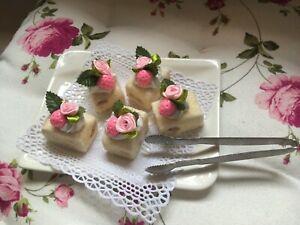 Deko 2 Petit four Nougat Glitzerzucker Erdbeere rosa fake Cupcake Landhaus NEU