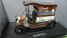 FORD MODEL T DELIVERY TRUCK Ice Cream 1/18 UNIVERSAL HOBBIES 4305 voiture miniat