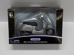 Vespa Granturismo Scooter Silver Metallic, 1:18